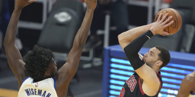 Zach LaVine reaggravates sprained ankle, considering rest days