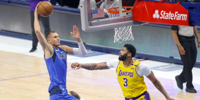 LA star Anthony Davis returns as Mavs lose Kristaps Porzingis in 115-110 win