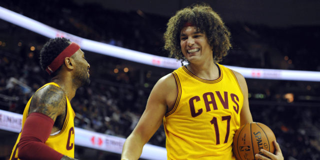 AP source: Cavaliers consider re-signing Anderson Varejao