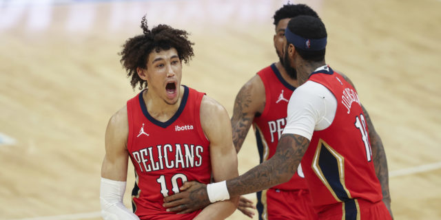 Pelicans beat Hornets 112-110 to keep play-in hopes alive