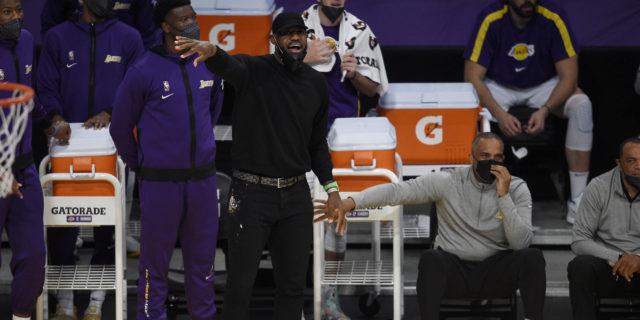 LeBron James setting Tuesday vs. Knicks as target for return