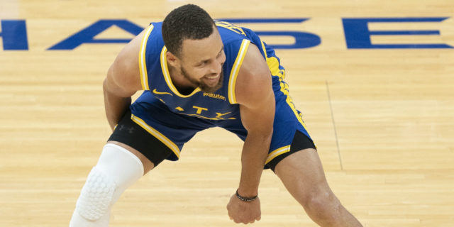 Stephen Curry's late three lifts Warriors past Jazz 119-116