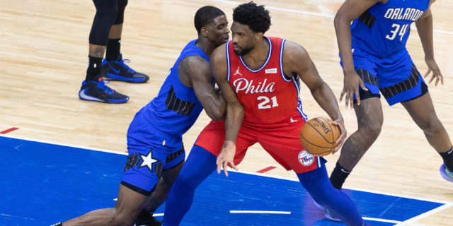 Curry, Embiid help 76ers top Magic, clinch top seed in East