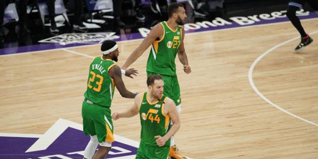 Jazz take top spot in NBA playoffs, thump Kings 121-99
