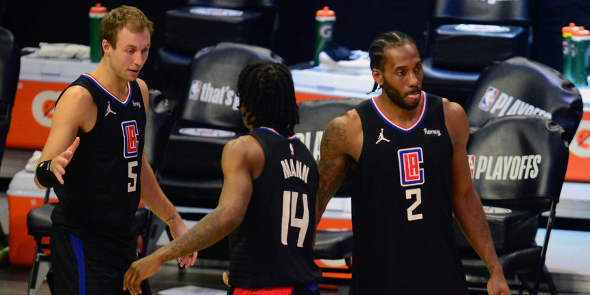 Kawhi Leonard out indefinitely with knee injury, Clippers fear ACL