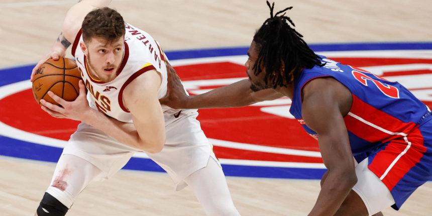 Isaiah Hartenstein declines player option with Cavaliers