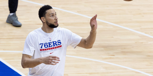 Ben Simmons turns away teammates, won't budge on trade request
