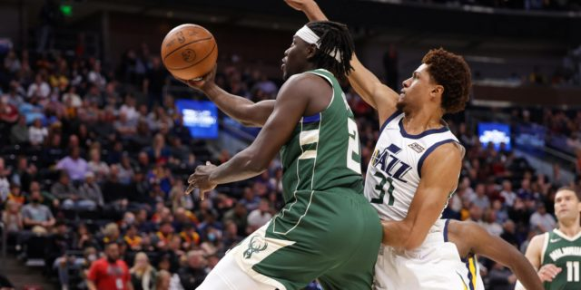 Jrue Holiday leaves opening night vs. Nets with right heel contusion