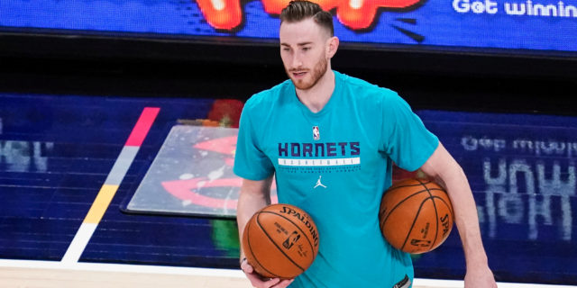 Hornets' Gordon Hayward 'day-to-day' with hip strain