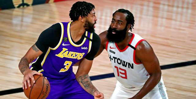 Davis willing to play center vs. Rockets