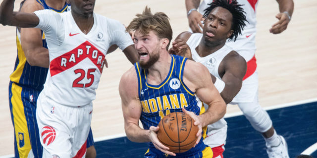 Pacers' Sabonis exits game with knee injury, will undergo MRI tomorrow