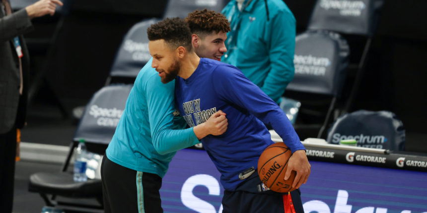 Stephen Curry (illness) a late scratch for Warriors in Charlotte