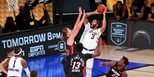 Anthony Davis to opt out, re-sign with Lakers