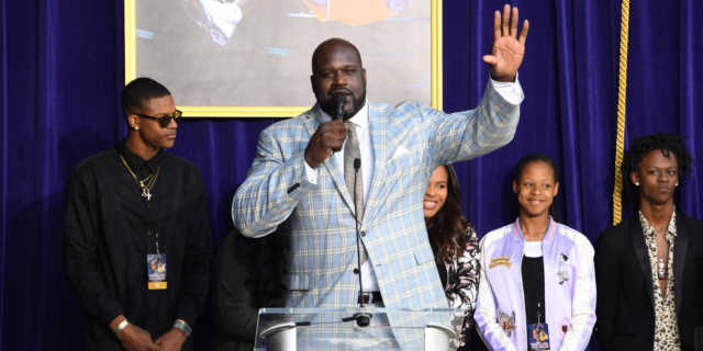 Shaquille O'Neal shares his top three centers in Lakers history