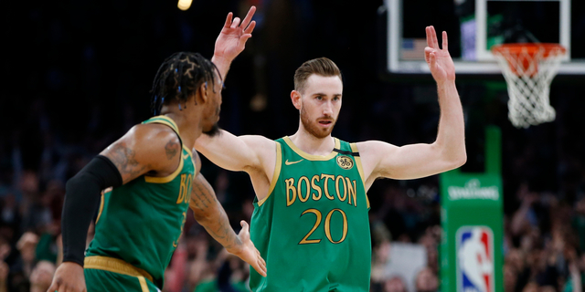 Hayward declines player option, becomes free agent