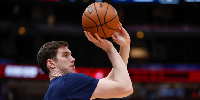 Pacers trade T.J. Leaf, future second-rounder to Thunder